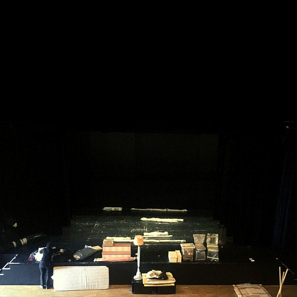 teatro foce smontaggio - si vive una vita sola - progetto scene per attori muti